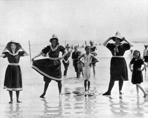 Bathing costumes for women before Annette Kellerman
